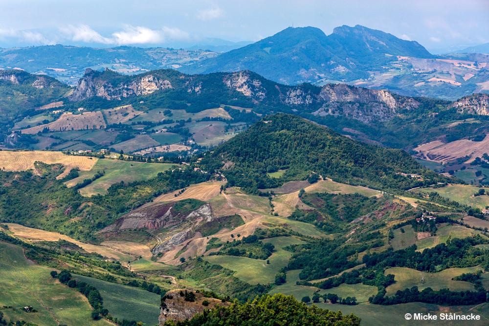 Vy över San Marino / Italien.