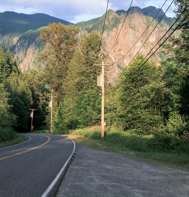 """Platsen för """"Welcome to Twin Peaks""""-skylten. North Bend."""