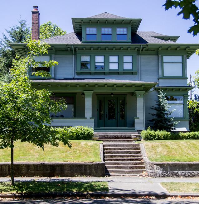 """Familjen Haywards hus i pilotavsnittet och """"Twin Peaks - Fire Walk With Me"""". Everett, Seattle."""