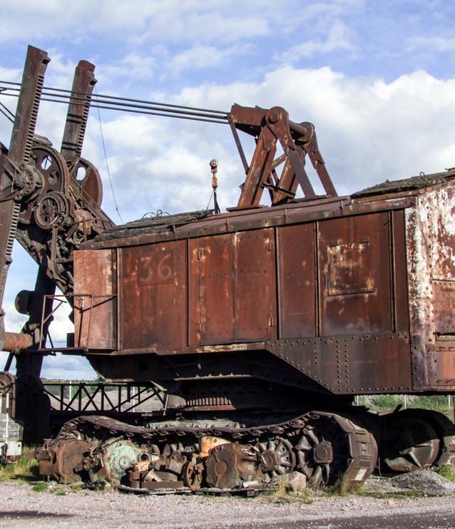Denna gamla grävskopa stod tidigare på LKAB:s industriområde. Den skrotades helt apropå och utan anledning någon gång efter år 2010.