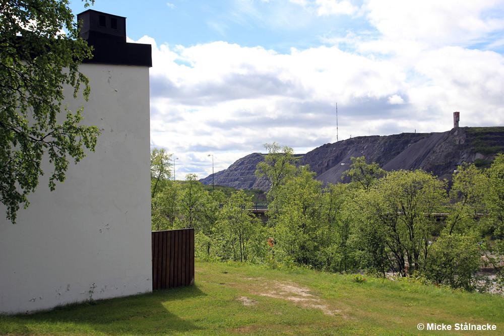 Vy mot LKAB-bron från Lingonstigen, rivna 2014 och 2017.