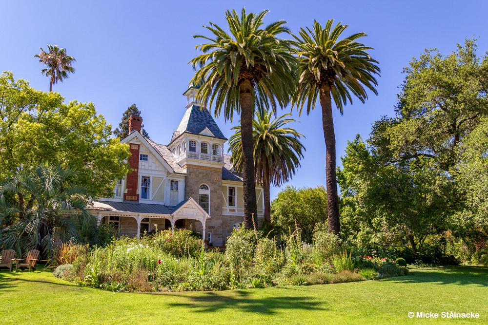 """Spring Mountain Vineyard i St Helena, Napa Valley, Kalifornien, mer känt som """"Falcon Crest"""" (1981-1990). Villa Miravalle uppfördes 1884. Vingården var nära att utplånas i Glass-branden 2020."""