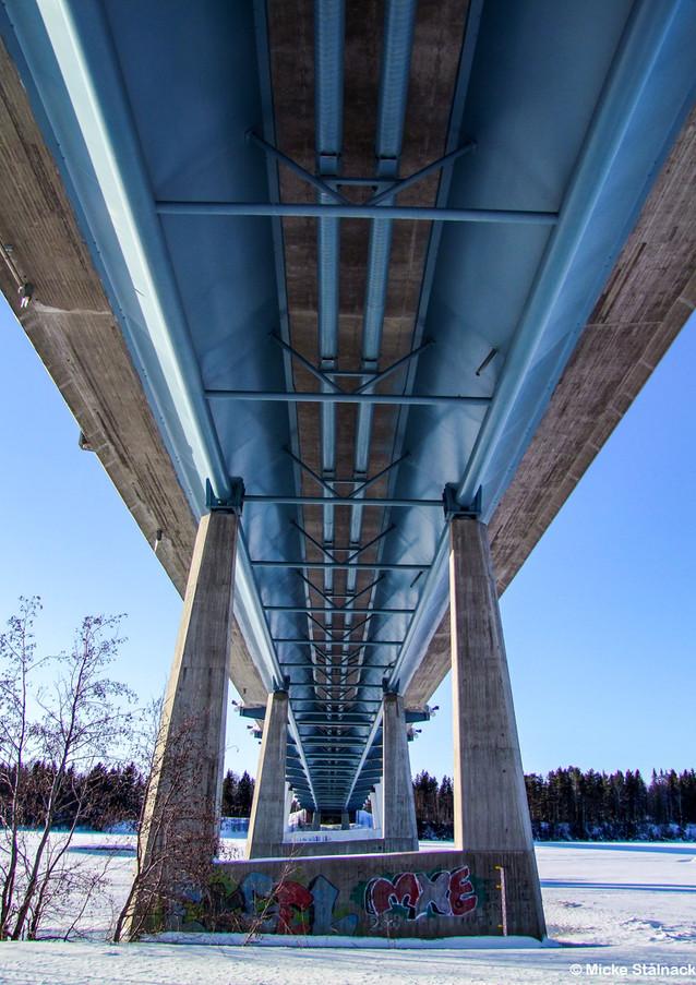 Bro över Umeälven. Klicka på pilarna i vänstra hörnet för större version av bilden.