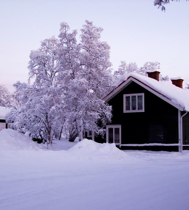 B5, den femte byggnaden som uppfördes i Kiruna, flyttad till Luossavaara.
