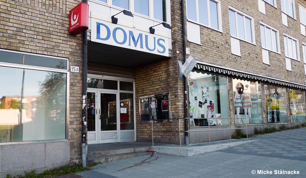 Domus-skylten monterades ner för gott 2009.