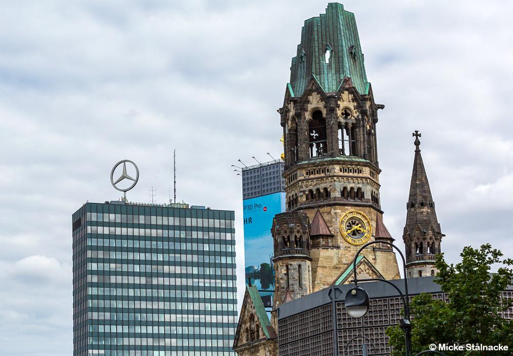 """Europa Center i Berlin vars tak Christiane och hennes kompisar hänger på i """"Christiane F - Wir Kinder vom Bahnhof Zoo"""". Den söndersprängda kyrkan syns bland annat i """"Demoni"""" (1985) och James Bond-filmen """"Octopussy"""" (1983)."""