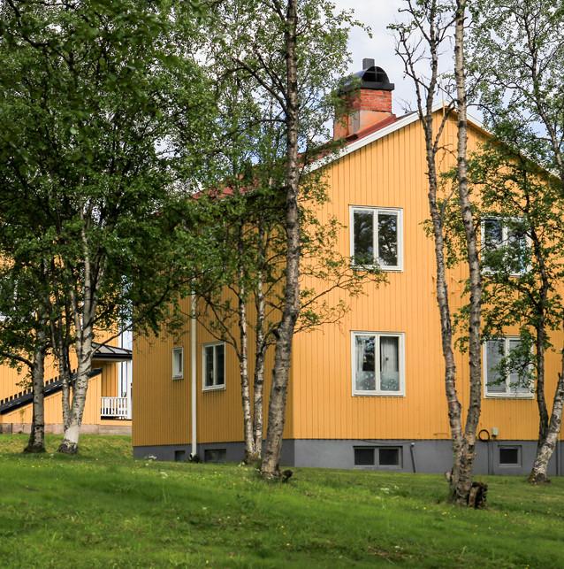 Arbetarbostäder från kring år 1900. Huset i förgrunden är rivet, övriga hus flyttade närmare Kirunas nya centrum.