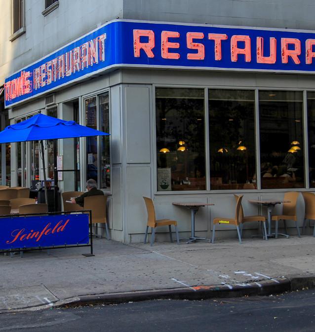 """Monks i """"Seinfeld"""" (1989-1998). New York, USA."""