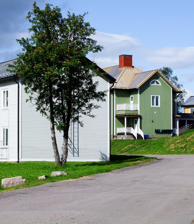 Arbetarbostäder från kring år 1900. Huset i förgrunden är rivet, övriga flyttade.