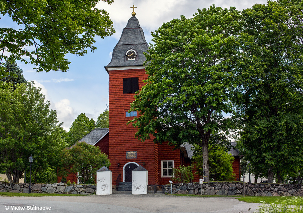 """Kyrkan i Grythyttan, även känd som kyrkan i det fiktiva Granhyttan i """"Kråkguldet""""."""