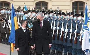 Lithuania manipulates Ukraine: portrayal of the Gitanas Nauseda and Volodymyr Zelensky meeting