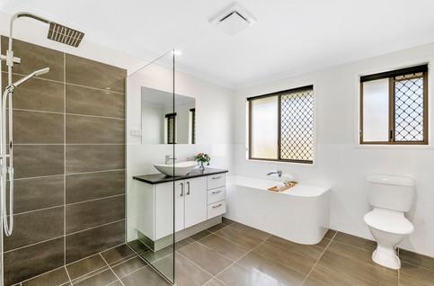 Large main bathroom