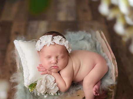 How to choose a right newborn photographer?