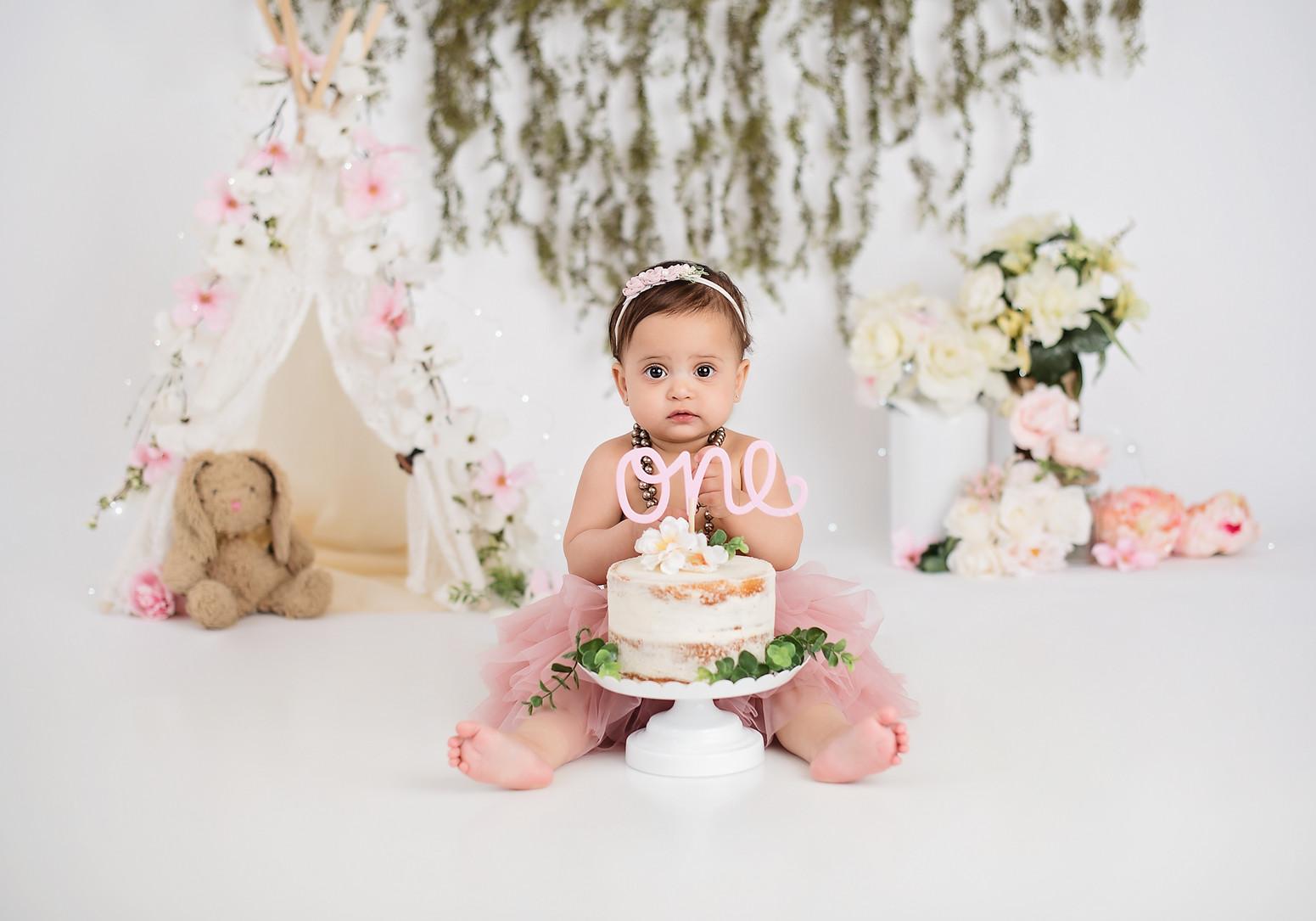 cake smash photo shoot indianapolis Tati