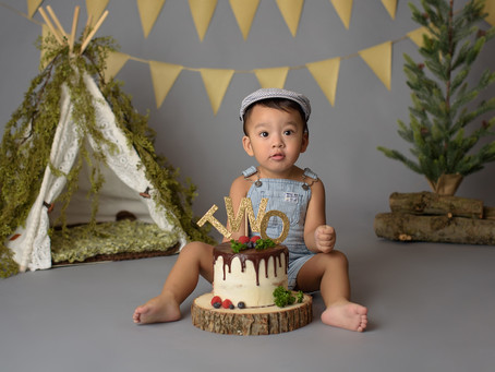 Can I have a cake smash photo session for my 2 years old?