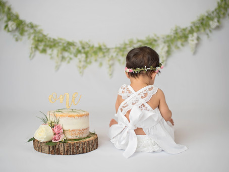 Cake Smash is a new way to celebrate your baby's first birthday!