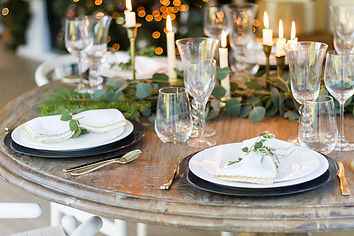 Candlelit-Christmas-Table-Setting-11.jpg
