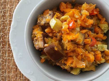 O que fazer com legumes que sobram na geladeira? Caponata de Legumes