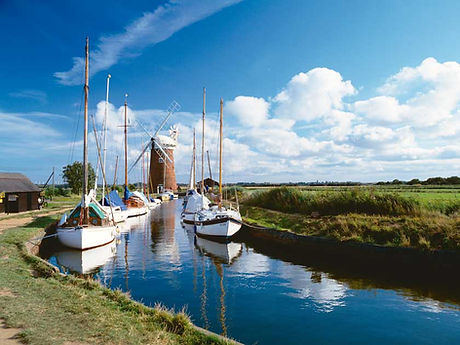 Yachts_moored_near_Horsey_Mill1.jpg