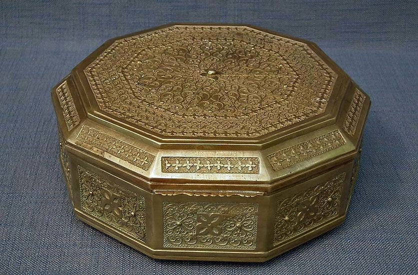 Antique Islamic Malay Sultanate Of Brunei Brass Sireh Box