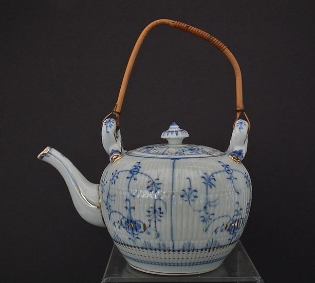 Antique 19th century German Porcelain Teapot Blue And White Strawflower Pattern