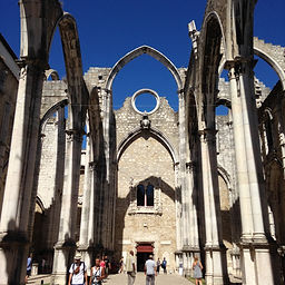 LITTLE LISBON. Lisbon for kids. Tours for families. Private family tours. Big Eathquake 1755 family tour.