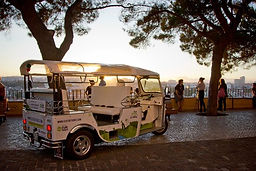 LITTLE LISBON. Lisbon for kids. Tours for families. Private Family Tours. Hands On Activities and Experiences, tuk tuk tour for families, family tuk tuk