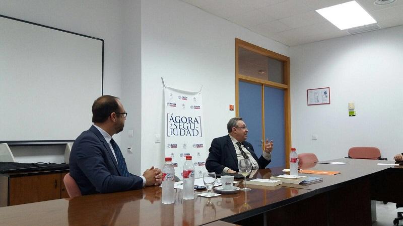 Jordi Marshal junto al Prof. Díaz