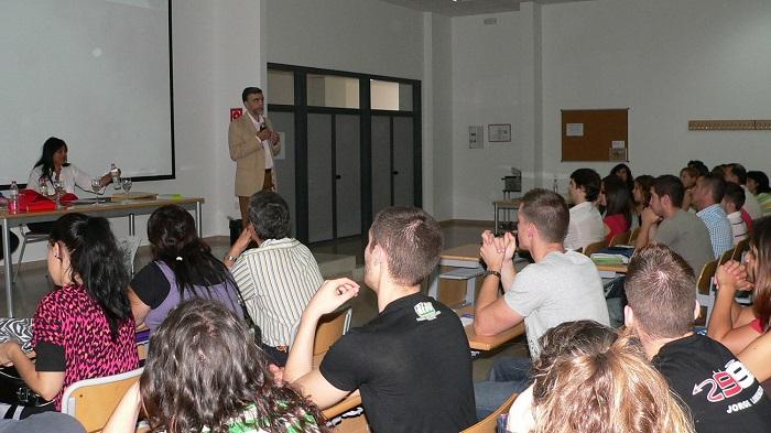 Alumnos-en-la-conferencia-del-CNI