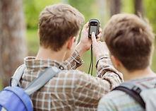 Tieners bedienen Garmin Etrex 30 wandelGPS