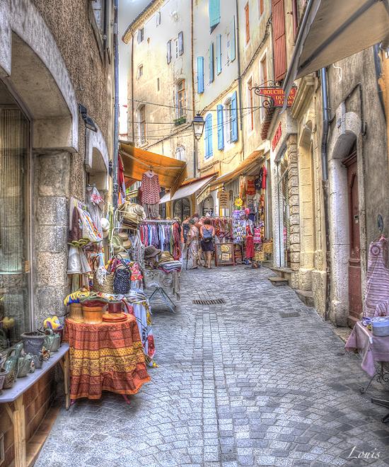 ANDUZE__les_marchés_et_rues_pietonnes