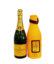veuve with bag.png