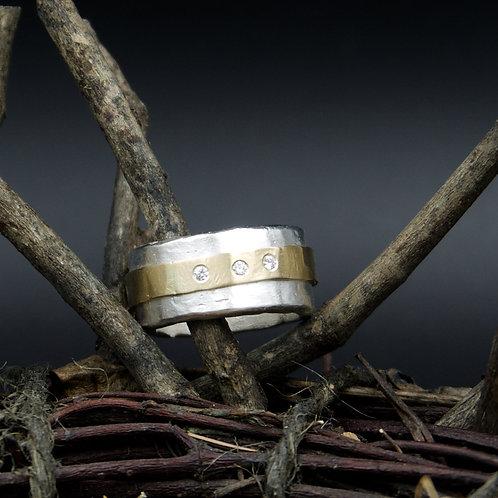 Gold Band Ring w/Diamonds