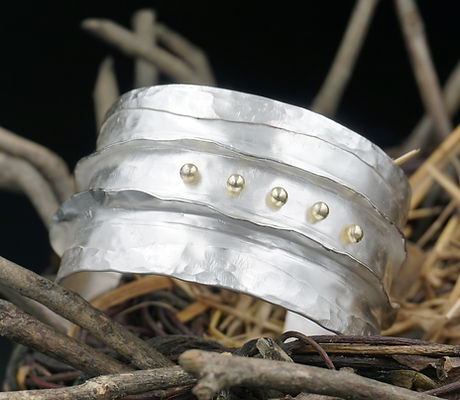 Ridges cuff bracelet