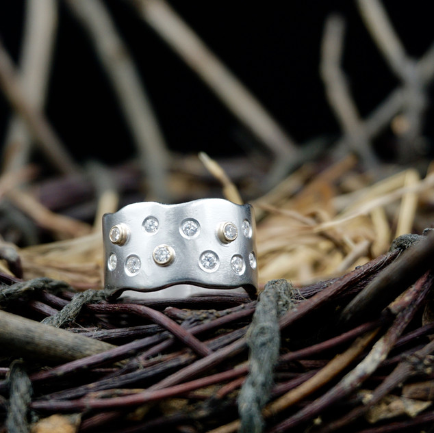 Scatter Diamond Wave Ring