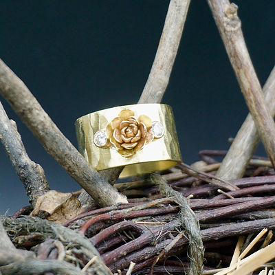 Flower Power 18k gold and diamond ring