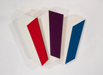 Tridimensional painting of three interconnected white rectangular prisms with colored sides (red, violet, navy-blue)