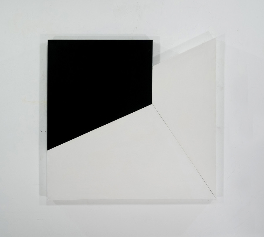 CHARLES HINMAN Meeting Point, 1969 acrylic on shaped canvas Artwork: 40 x 38 x 2 inches | 101.6 x 96.5 x 5.1 cm