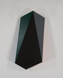 Black and emerald vertical tridimensional painting, three surfaces visible