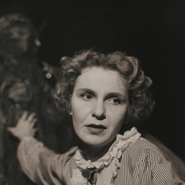 Roy Schatt [1909-2002]  Geraldine Page.  Member of THE ACTORS STUDIO  (photograph circa 1955) [printed later]  sepia-toned gelatin silver print, signed, stamped  size > 15.25 x 19.5 inches  © Estate of Roy Schatt