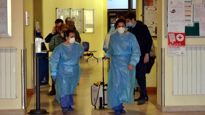 El coronavirus obliga a suspender varios partidos en Italia