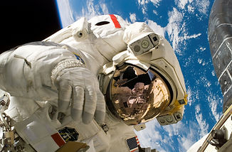 astronaut-11080_edited.jpg