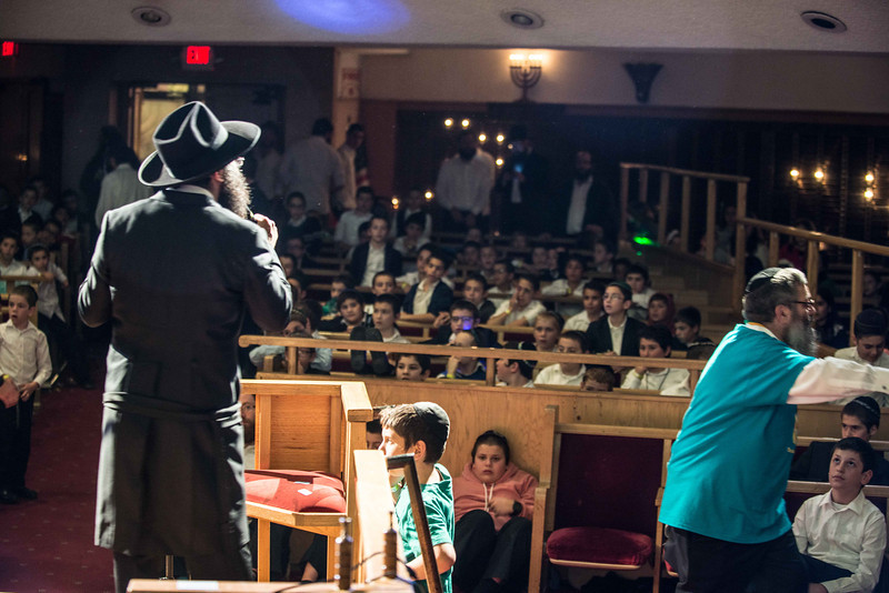 78 Rabbi Shimmy addressing the crowd.jpg