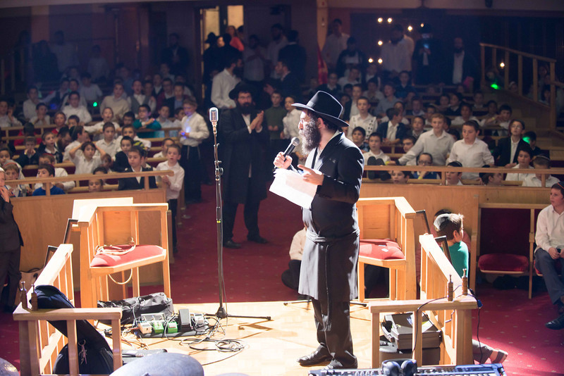 77 Rabbi Shimmy running the rally.jpg