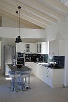VillaPamplesmousse-kitchen.jpg
