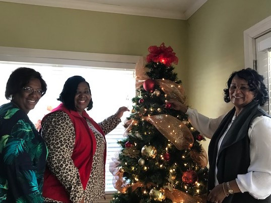 Mia, Danita and Wanda have decorated the tree and hung the wreaths.  Drop by and have a cup of coffee with our guests!