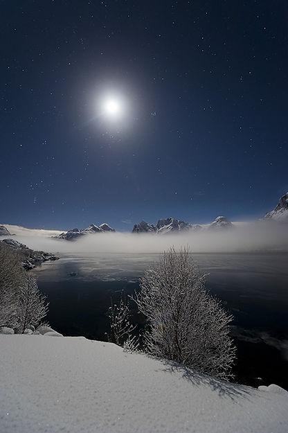 Arktisk lys winter moon månen vinterlys