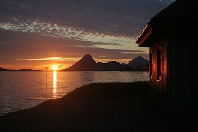Midnight sun arctic light cabins accommodation, Hva kan vi gjøre i Nord Norge Vesterålen Bø Lofoten Aktiviteter Opplevelser