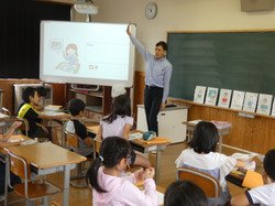 1003ALTティム先生による外国語活動授業(4年)