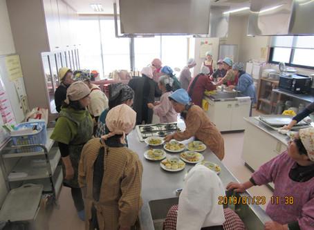 ワイワイガヤガヤ!大賑わいの料理教室